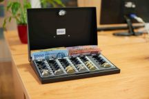Lidded mini cashier with coin tray